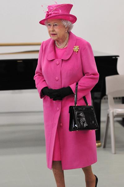 Елизавета II любит розовый и облачается в него с ног до головы