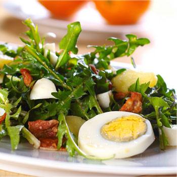 Салат из одуванчиков с квашеной капустой