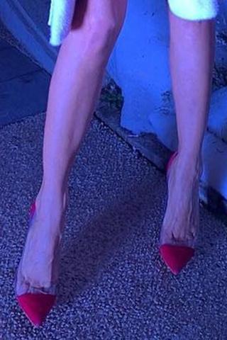 Упс! Хлоя Симс вышла на красную дорожку в платье с пятнами