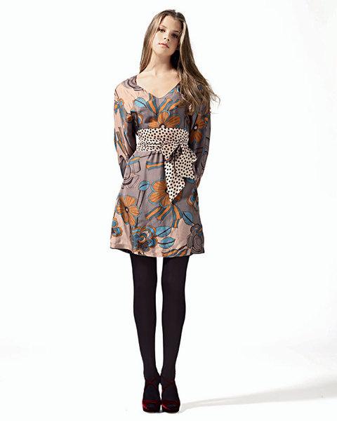 Платье из шелка с контрастным бантом, Gotha;колготы, SiSi-Goldenpoint;туфли из бархата, Jimmy Choo