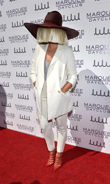 звездные модные провалы Sia