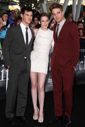 Тейлор Лотнер, Кристен Стюарт и Роберт Паттинсон на премьере «Сумерки. Сага. Затмение» в Лос-Анджелесе, 24 июня 2010 года.
