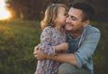«Плохой муж, любящий папа»: почему нельзя запрещать детям любить отца