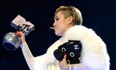 Майли Сайрус выкурила косяк на сцене MTV EMA 2013