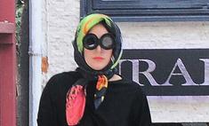 Гага удивила скромным нарядом