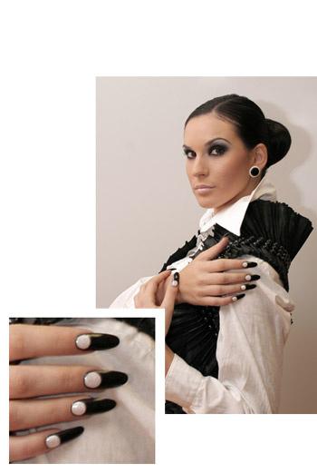 Дизайн ногтей в черно-белых оттенках.
