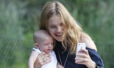 Наталья Водянова учит малыша делать селфи