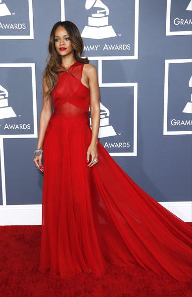 Рианна в платье Azzedine Alaïa на Grammy 2013