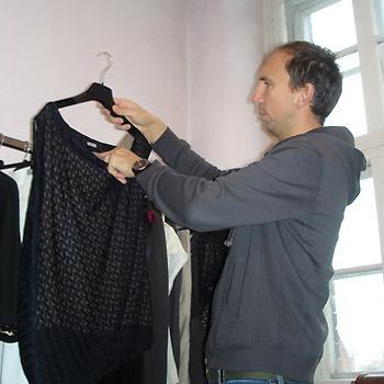 Дополнительные цвета, используемые дизайнером, – оттенки натурального льна, хлопка и шерсти.