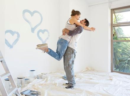 Пара делает ремонт