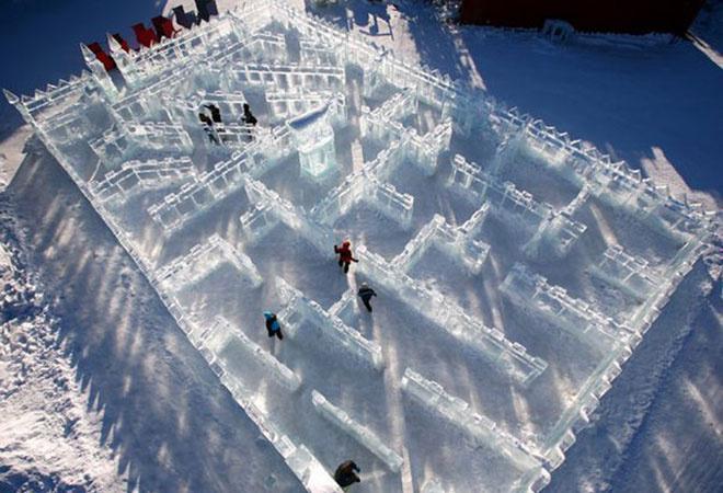 Ледовый городок строят на Театральной площади