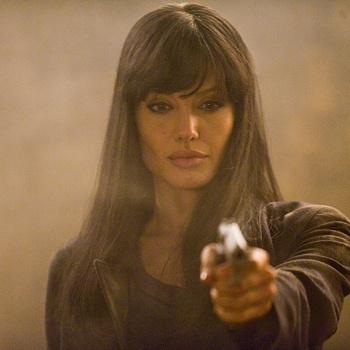 Для подготовки к съемкам в «Солте» актриса занималась азиатскими единоборствами и рукопашным боем.