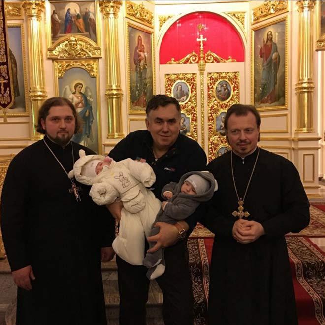 Стас Садальский крестил внучек