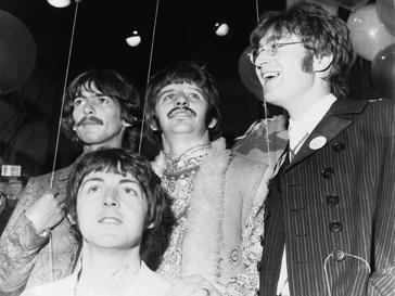 Джон Леннон (John Lennon) с товарищами незадолго до смерти