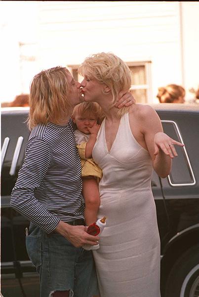 Кортни Лав и Курт Кобейн с дочерью, 1993 год