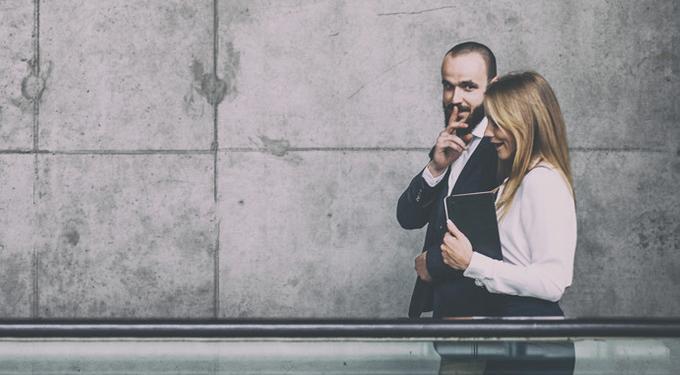 Тайная страсть: почему нас возбуждают секретные отношения