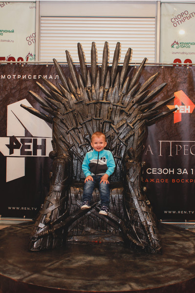 "Трон из сериала ""Игра престолов"""