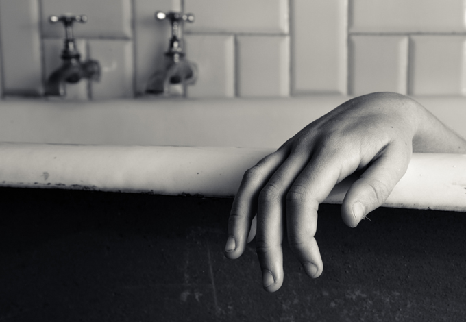 Рука в ванне