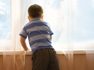 Мальчик в детском доме