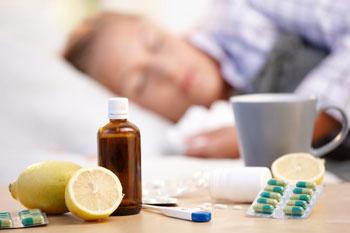 Травяные чаи, морсы, компоты, кисели и вода с лимоном – при лечении рекомендуется все, что тонизирует.
