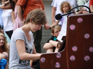 Публичная игра на пианино в Британии