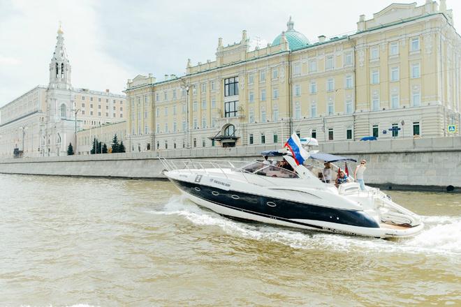 Знаменитости приняли участие в регате Hublot Boat Trophy
