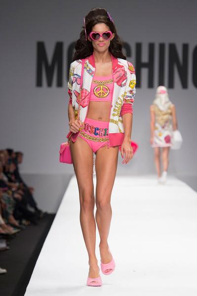 Показ Moschino на Неделе моды в Милане