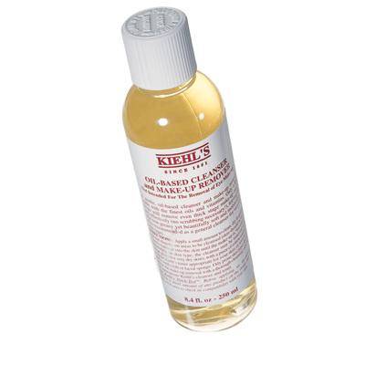 СмягчаетМасло для демакияжа Oil-Based Cleanser, Kiehl's, предназначено для всех типов кожи. Его очень приятно наносить: аромат и текстура этого средства выше всяких похвал.