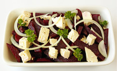 Свекольный салат с сыром фета