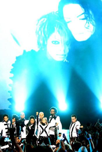 Концерт был посвящен памяти Майкла Джексона
