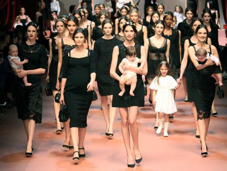 Dolce & Gabbana представили коллекцию на Неделе моды в Милане