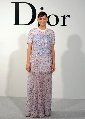 Марион Котийяр на шоу Dior