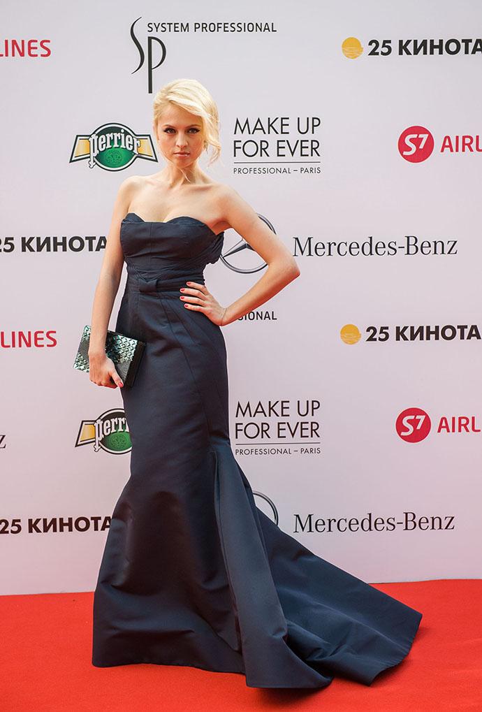 Фото янина студилина в платье