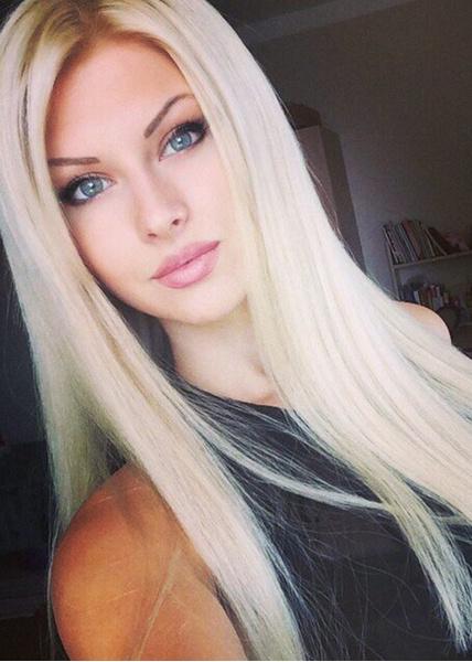 фотоальбом красивой блондинки