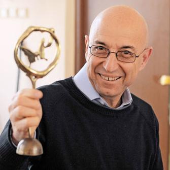 Марик Хазин, психотерапевт, коуч, руководитель тренинг-центра (marik.ru), автор книг «От любви до ненависти… и обратно», «Продано!» (Твои книги, 2010).