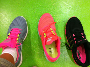 Виктория Лопырева уверена, что спортивная обувь должна быть яркой.