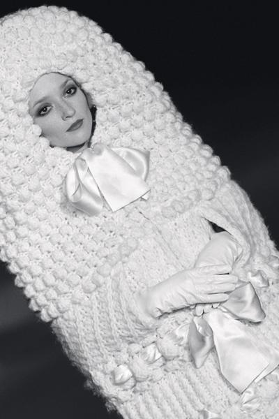 Модель Одри Марне в винтажном платье Ива Сен-Лорана 1965 года.