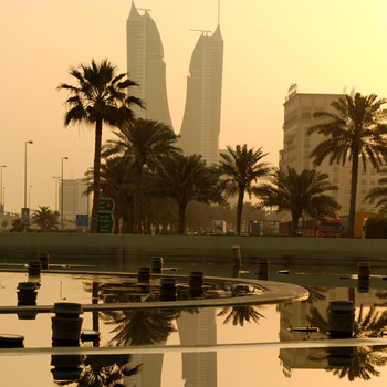 Рассвет в городе Манама, расположенном на северном берегу острова Бахрейн в Персидском заливе.
