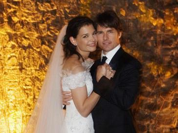 Том Круз (Tom Cruise) и Кэти Холмс (Katie Holmes) разводятся через пять лет после свадьбы.