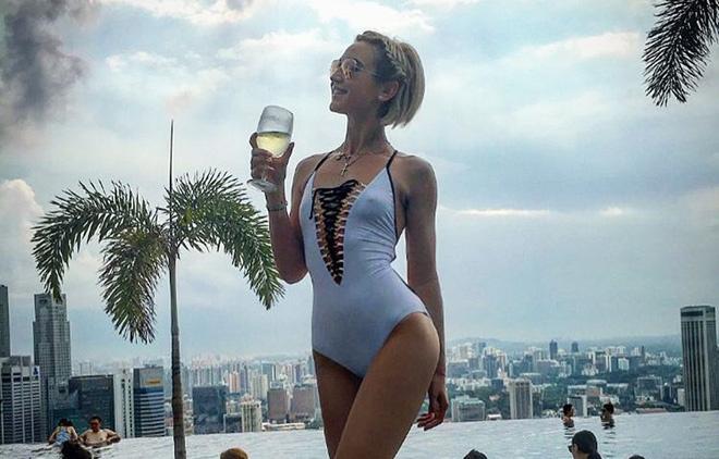 Ольга Бузова в неудачном купальнике