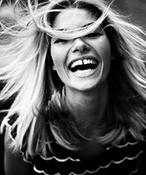 Неголливудская улыбка: кривые зубы знаменитостей