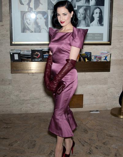 Дита фон Тиз (Dita Von Teese) на показе Zac Posen в рамках Недели моды в Нью-Йорке