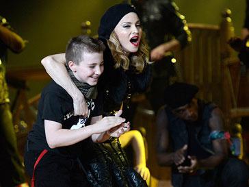 Мадонна (Madonna) с сыном Рокко