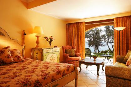 Интерьер в духе Belle 'Epoque в одной из спален виллы отеля Corfu Imperial.
