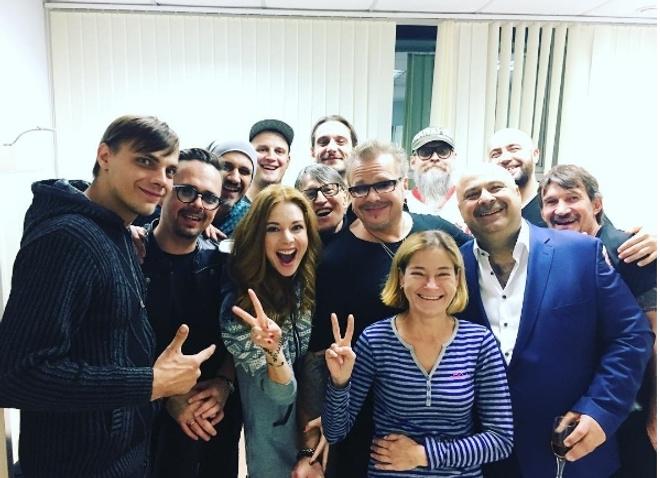 Наталья Подольская и Владимир Пресняков со своей командой на гастролях