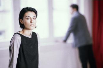 Когда из свободной, индивидуальной, неординарной личности муж стремится сделать домашнюю наседку, ему стоит вспомнить фразу о соловье, который в клетке не поет