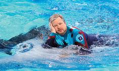 Лови волну: как звезды подружились с дельфинами