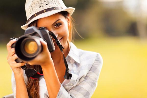 Женщина-фотограф