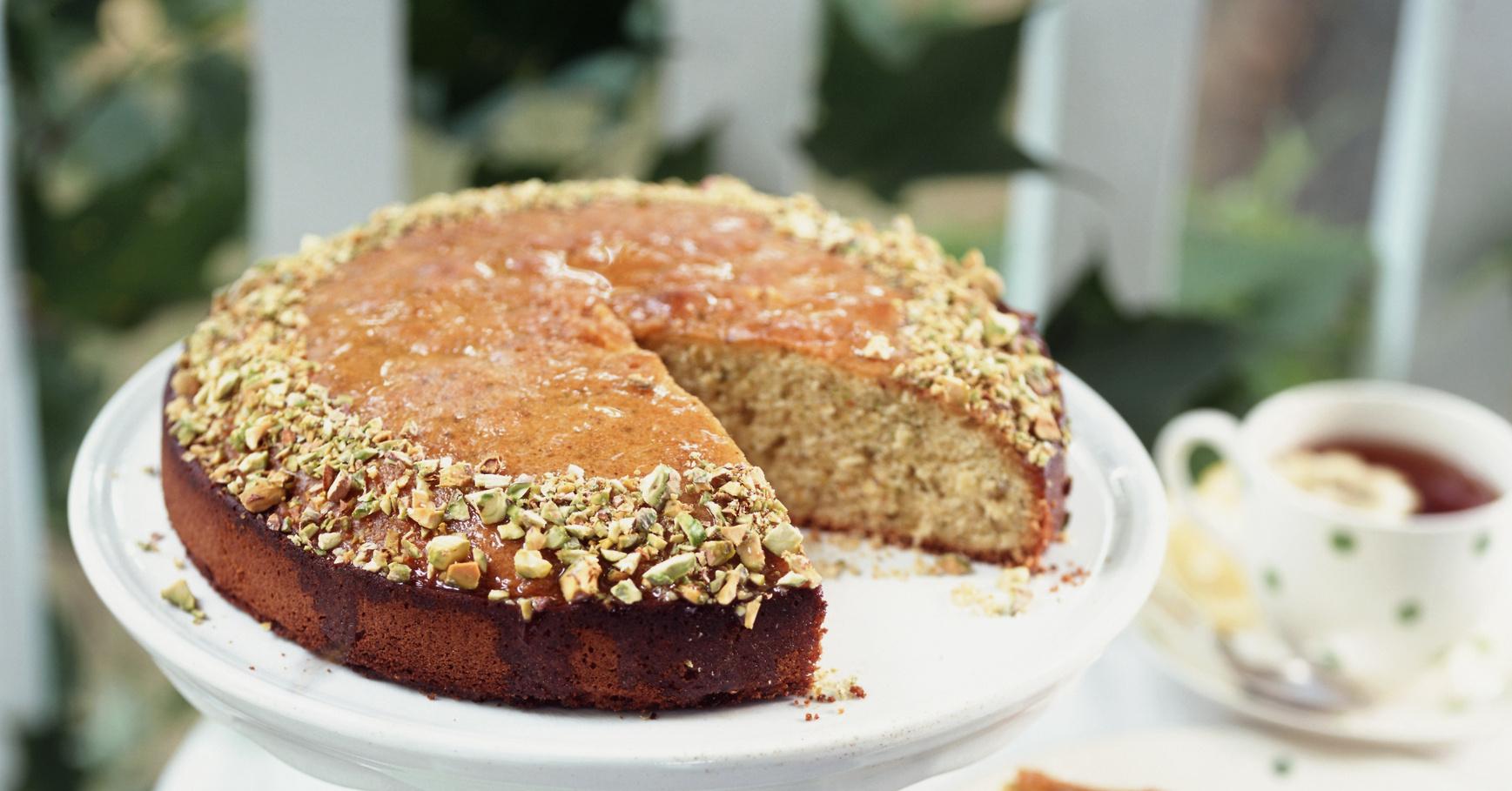 Медовый кекс рецепт с фото пошагово муку соединяем с солью, содой, перемешиваем.