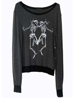 """Блузки и платья, украшенные черепами и скелетами, помогут """"растянуть"""" Хэллоуин на всю неделю."""
